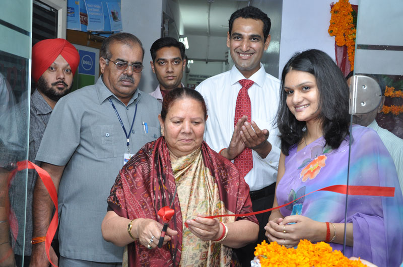 H.E., Smt. Urmila Singh,The Governor of Himachal Pradesh cutting the ribbon